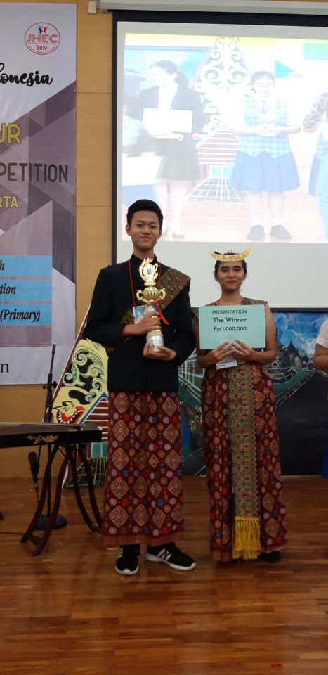 The Winner of Presentation and the First Runner up for Story Telling